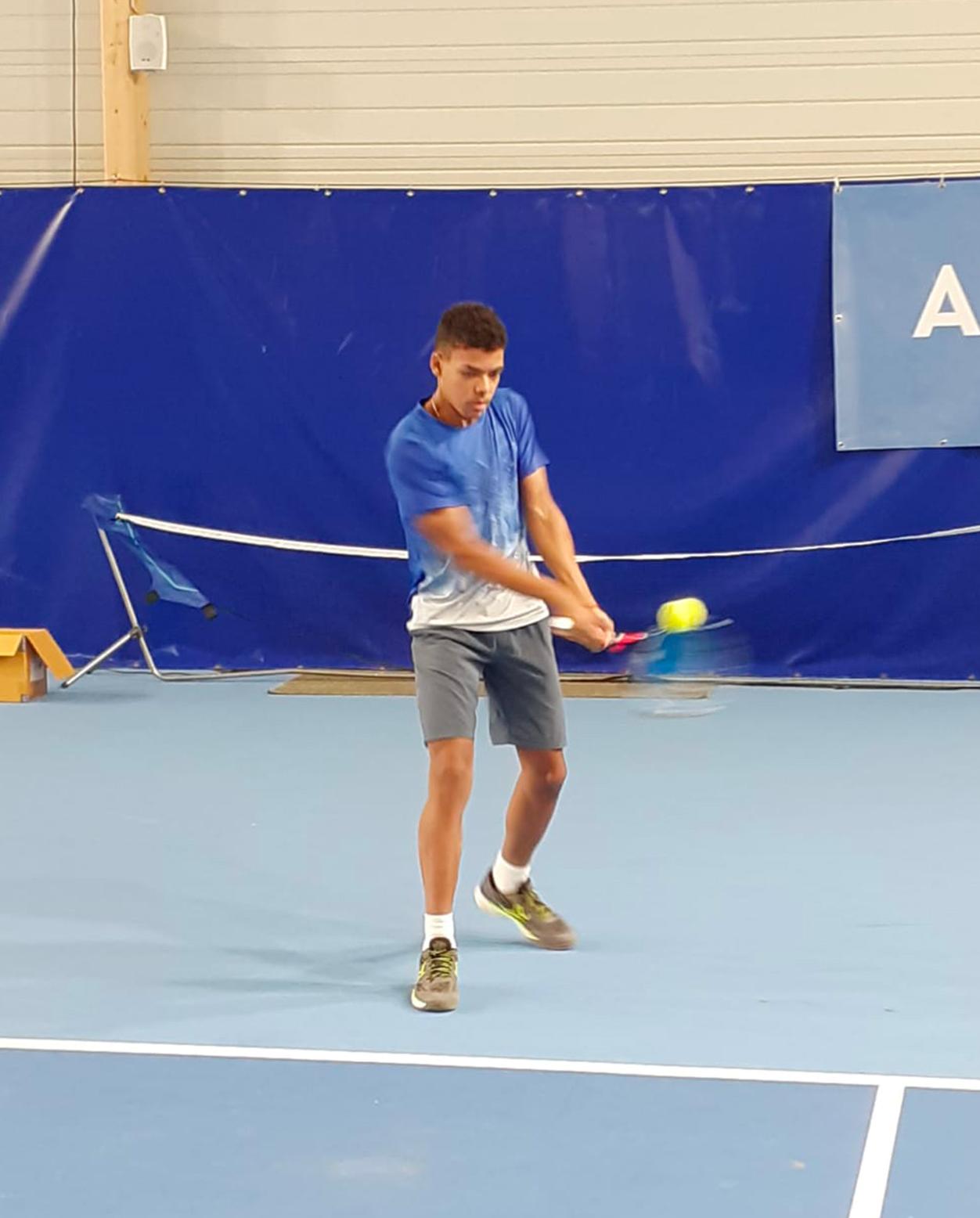 https://www.team-bms-tennis.fr/wp-content/uploads/2020/10/ThomasGuiovanna.jpg